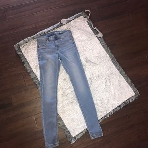 H&M Jeans - Feather Soft Jeggings - size 28 ✨